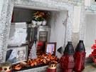 Pětatřicetiletý recidivista z kolumbárií vypáčil 72 okének, vymlátil z nich
