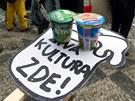 Demonstrace před ministerstvem kultury. (14. února 2013)
