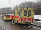 Opilý řidič naboural v Praze Kamýku tři auta a nakonec srazil na přechodu ženu.
