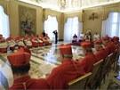 Papež Benedikt XVI. oznamuje ve Vatikánu kardinálům svou rezignaci (11. února