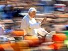 Spatřit papeže na vlastní oči je snem mnoha věřících. (18. dubna 2012 )