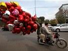 Na oslavy svatého Valentýna jsou připraveni i v Lahore v Pakistánu. (14. února