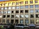 Rozbitá okna na budově v ruském Čeljabinsku majitel připisuje následkům