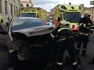 Při střetu dvou aut v Praze na Smíchově se zranili dva lidé.