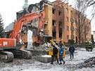 Statik rozhodl o demolici domu, společná zeď s vedlejší bytovkou se musí