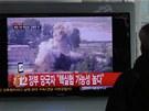 Po pravděpodobném jaderném testu vysílala jihokorejská televize (muž na snímku