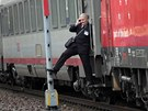Vlakvedoucí Jiří Vystrčil ze soupravy EuroCity, které se v Adamově ocitla na