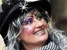 Ludmila Henešová v masce hodné čarodějnice protančila v Hustopečích celý den.