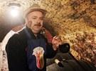 Antonín Sadílek je známý hustopečský vinař. Jeho sklípek je tradiční oporou