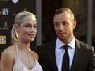 Jihoafrick� atlet Oscar Pistorius se svou p��telkyn�, modelkou Reevou