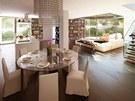 Vizualizace: pohled přes jídelní stůl do obývací části