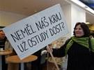 S transparentem na jednání zastupitelstva přišla mimo jiné i Libuše Houšková,