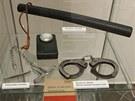 Mezi exponáty nové výstavy Mírov - pohled je i výstroj dozorce. Ta na snímk