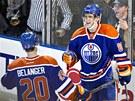 Eric Belanger a Aleš Hemský se radují z trefy Edmontonu Oilers.