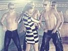 Monika Bag�rov� je v klipu Let Me Love U sexy jako nikdy d��v.