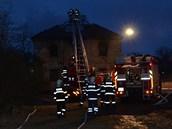 Chátrající zámek začal hořet krátce před čtvrtou ráno.