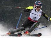 V�T�ZKA. Americk� la�a�ka Mikaela Shiffrinov� si ve Schaldmingu jede pro v�t�zstv� ve slalomu.