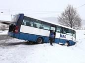 Nehoda autobusu v Běstvinách na hlavním tahu mezi Náchodem a Rychnovem nad