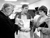 Jan Vlasák (uprostřed) při natáčení filmu Dukovany v 70. letech. Vpravo herečka