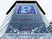 V Hradci Králové začal fungovat unikátní parkovací dům pro kola. (18. 2. 2013)