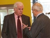 Bývalý rektor zlínské univerzty Ignác Hoza a kvestor Alexander Černý (vpravo)...