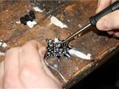 Základní deska mini dronu. CrazyFlie Nano musíte složit, slepit a spájet z