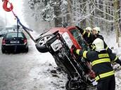 Na výjezdu z Pardubic směrem na Nemošice havarovala 12. února červená Škoda