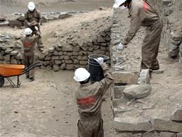 Peru�n�t� archeologov� odkryli jeden z nejstar��ch chr�m� na sv�t� na nalezi�ti