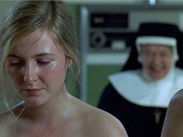 Padlé ženy je název filmu, který o prádelnách natočil v roce 2002 režisér Peter