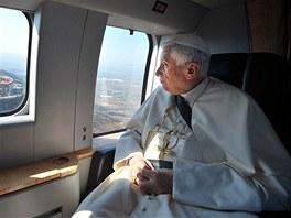 Pape� Benedikt XVI. prol�t� nad sochou Krista Kr�le v mexick�m Silau (25.