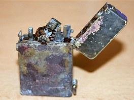Zajímavou drobností mezi nalezenými předměty byl i luxusní zapalovač od známé