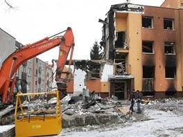 Únor 2013: Stejný dům po ničivém výbuchu. Nezůstane však z něj vůbec nic.