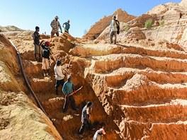 Těžba safírů u Ilakaka