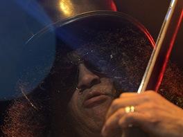 Slash si ve velkém sále pražské Lucerny podmanil svojí kytarou publikum.