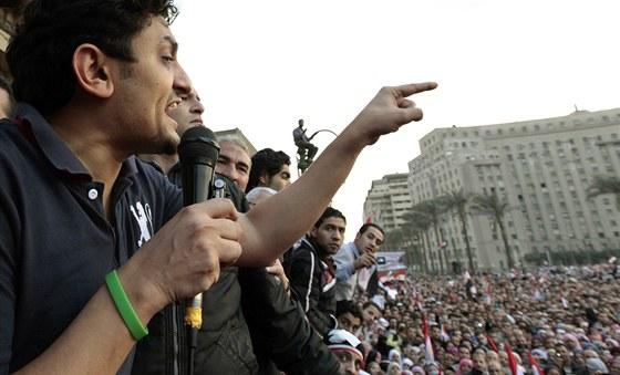 Egyptsk� svolavatel demonstrac� a revolucion�� Wael Ghonim na k�hirsk�m n�m�st�