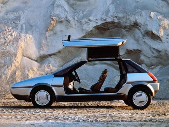 Dve�e otev�ran� vzh�ru byly v roce 1983 zase popul�rn�: Giugiar�v koncept