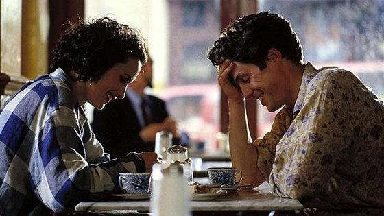 Andie MacDowellová a Hugh Grant ve filmu Čtyři svatby a jeden pohřeb