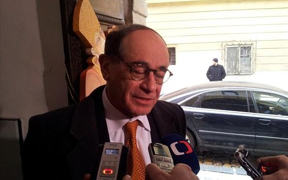 Za prezidentem Milo�em Zeman dorazil izraelsk� velvyslanec Jaakov Levy. Mluvili