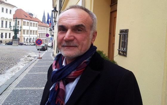 Za Milo�em Zemanem dorazil s upraven�m oblekem krej�� Jaroslav Mejta ze Zl�na.