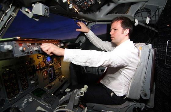Autor v kokpitu simulátoru