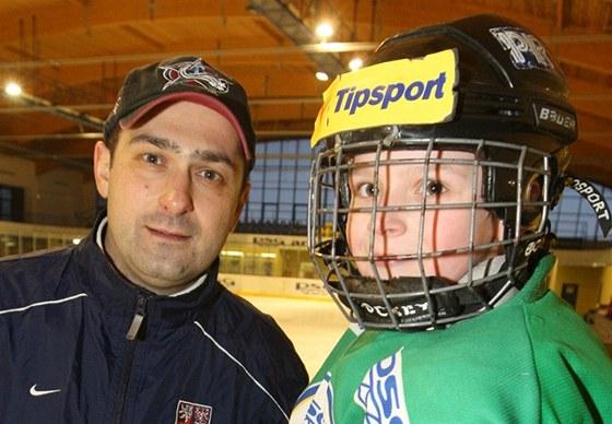 Bývalý český hokejový brankář Roman Čechmánek se synem Jakubem.