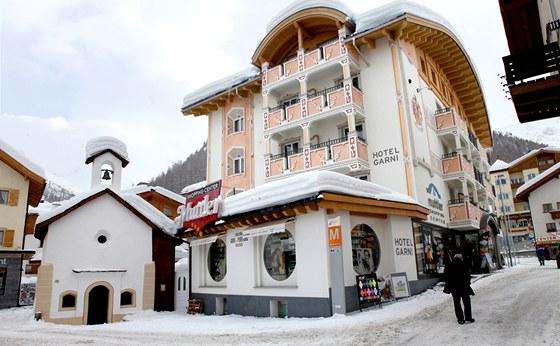 Oproti Davosu �i Sv. Mo�ici zde vl�dne klidn�, t�m�� rodinn� atmosf�ra.