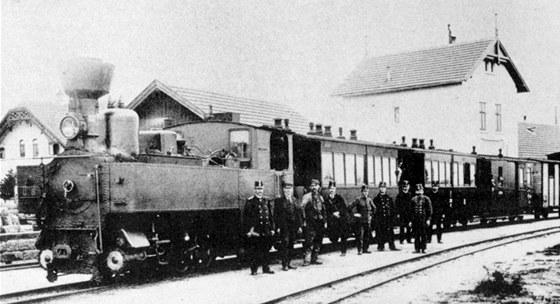Parní vlak ve stanici Hedenreichstein nedaleko české hranice v první dekádě 20.