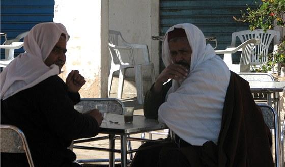 Muži a káva patří k arabskému světu.
