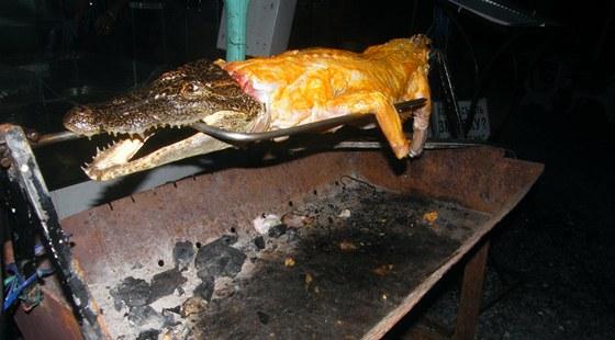 Grilov�n� krokod�la ve Vietnamu