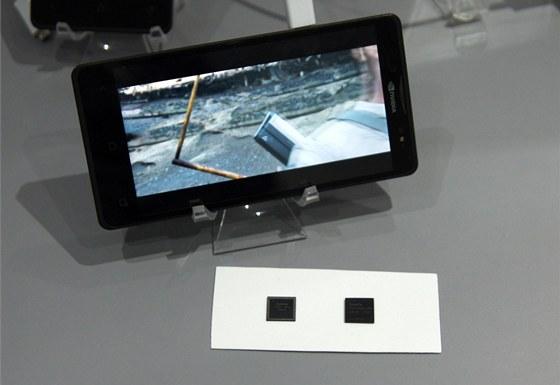 Čipy zaberou ve smarthponu Phoenix opravdu minimmum místa