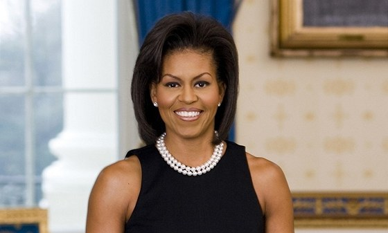 Michelle Obamová na svém oficiálním portrétu coby první dáma USA (2009)