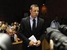 Oscar Pistorius před soudem v Pretorii (20. února 2013)