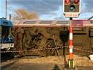 Při nehodě u Kaštic se 29. února 2012 zranilo třináct lidí.