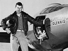 Yeager s letounem Bell X-I po �sp�n� nadzvukov� misi